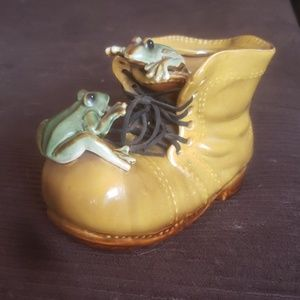 Porcelain shoe with frogs flower pot